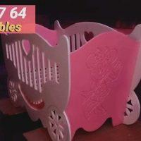 صورة- سرير اطفال متوفر بسعر مميز وألوان مختلفة