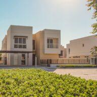 للبيع فيلا جاهزة لتسليم الفوري 3 غرف نوم ذات حديقة مستقلة في الشارقة